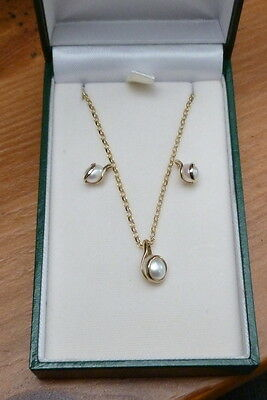 "9ct Gold Small Pearl Studs Earring Pendant 18"" Chain Set"