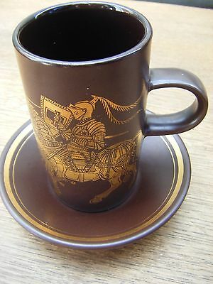 RETRO PURBECK POTTERY BROWN /GOLD MEDIEVAL COFFEE MUG & SAUCER - Jousting