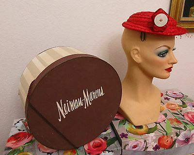 """VTG 50s NEIMAN MARCUS HAT BOX WITH ART DECO """"CHANDA"""" RED STRAW HAT INSIDE.SIZE S"""