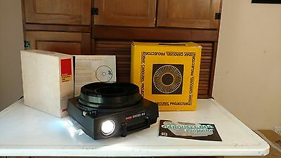 Vintage Kodak Carousel 600 slide projector with box and tray with box lamp works