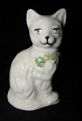 "BELLEEK 2200 QUIZZICAL CAT FIGURINE~4"" TALL WHITE with SHAMROCK COLLAR TAGS~CUTE"