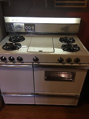 Vintage Caloric Gas Stove, Oven and Broiler