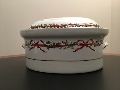 Royal Worcester  Holly Ribbons - 2.5 Qt Covered Casserole - England