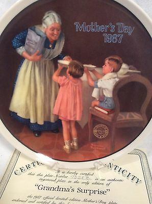 1987 Knowles Grandmas Surprise Norman Rockwell Mothers Day Plate