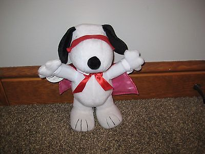 Hallmark SNOOPY KISSING BANDIT Peanuts Valentines sound PLUSH New With Tags