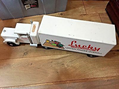 WOOD TRUCK VINTAGE LUCKY STORES WOODEN TRUCK AND TRAILER  23 INCHES LONG 1980's