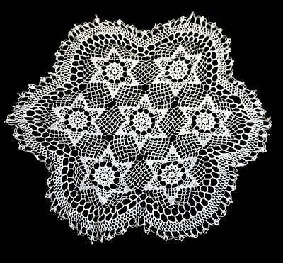 Vintage intricate fine lace white round large doily measuring 45cm across
