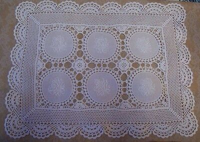 """Vintage Embroidered & Crocheted White Lace 18"""" Doily"""