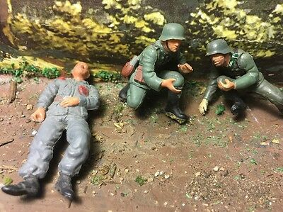 3- German Wounded Inf.&Officer WW2 Hand Painted Figure Diorama1/35 Plastic