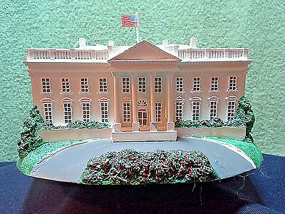 "THE DANBURY MINT ""THE WHITE HOUSE"" Highly detailed excellent condition 1993"