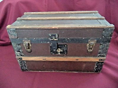 Antique child doll steamer trunk w tray till insert 16x10x8.5 inches wood metal