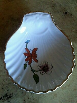 Royal Worcester scallop trinket dish / spoon rest / jewelry catch with flowers.