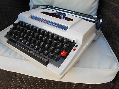 Vintage Retro Brother Deluxe 700T Typewriter And Case EX. Working Cond.