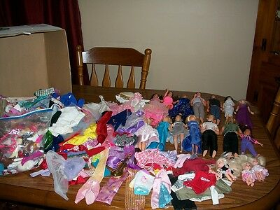 Barbie Doll Lot, 18 Dolls & A Lot Of Clothing & Accessories