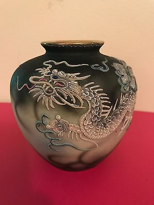 Antique Japanese dragonware vase moriage moriyama mori machi Japan dragon vases