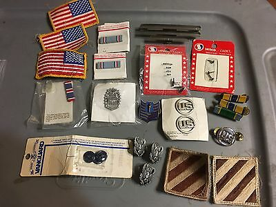 Lot of assorted US Army Patches and Air Force pins & bars