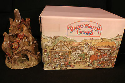 """David Winter """"Woodcutters Cottage"""" with Original Box and COA (1983, Vintage)"""