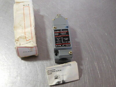 Eaton Cutler Hammer E50AT3 Limit Switch Push Top Roller NEW