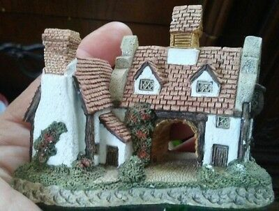 The Schoolhouse by David Winter 1985 Hand Painted Mini-Collectable