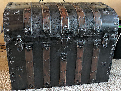 Old World Pirate's Chest/Victorian Steamer Trunk