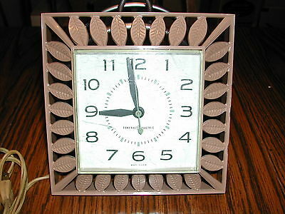 Vintage 1960s GE General Electric MDL 2142 Leaves Kitchen Plastic Wall Clock