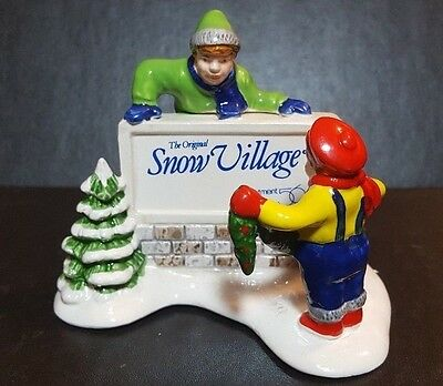 Dept 56 Snow Village ~ Kids Decorating The Village Sign ~ Mint In Box 51349