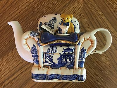 Royal Doulton, Cardew, Blue willow, Teddy Bear teapot, Made In England