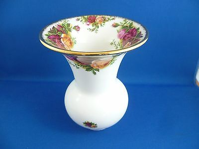 Unusual Shaped 13 Cm High Royal Albert Old Country Roses Vase England 1962