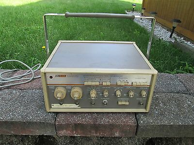 Bk Precision / Dynascan Corp. 3030 Sweep / Function Generator>Working