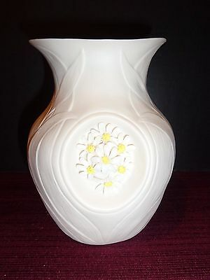 Cybis Porcelain Vase With Daisy Floral Design In Great Condition Signed Usa