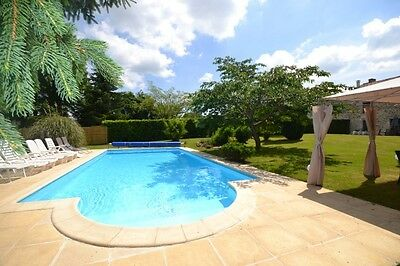 Farmhouse with private garden and pool - sleeps 11 people- La Charente, France.