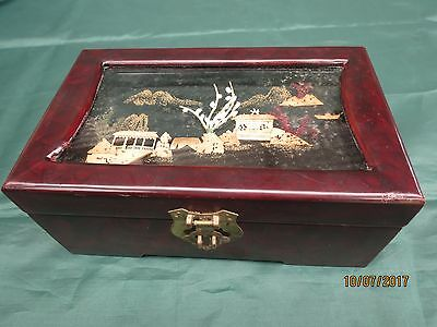 Vintage: Decorated Chinese jewellery box