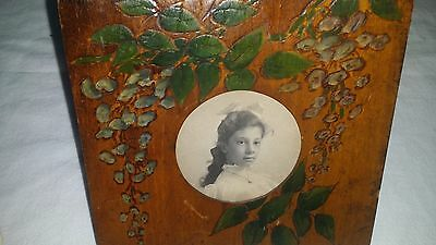 ANTIQUE VINTAGE  PAINTED PYROGRAPHY TRAMP FOLK ART WOOD FRAME w/ Photo of Girl