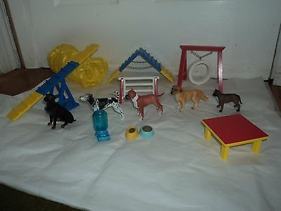 Breyer Dog Agility Set #1504 With 5 Dogs and water and feed dishes