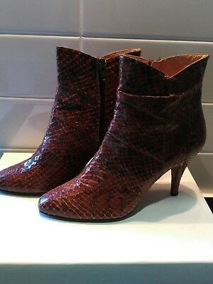 Fabricardo for Lucalsax para vintage snakeskin ankle boots size 38 great cond