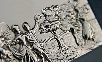 Quality English Sterling Silver Picture Top Pill / Snuff Box 1979
