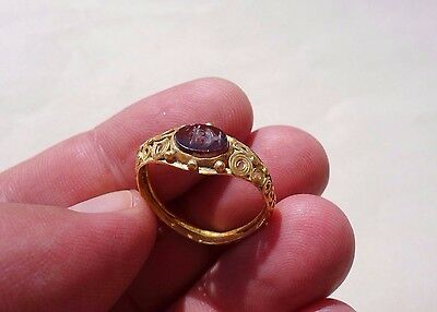 ancient Roman Gold intaglio ring,displaying a Kylix ~ wine drinking cup