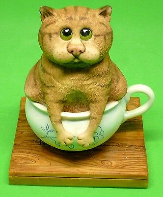 Comic and Curious Cats New Rare Figurine A Tight Squeeze  New in Box Free Ship