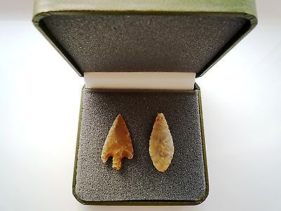 2 x Quality Neolithic Arrowheads in Display Case - 4000BC (N059)