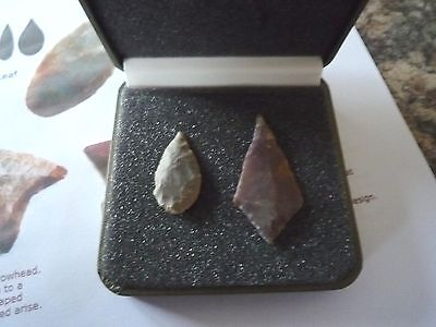 2 x Quality Neolithic Arrowheads in Display Case - 4000BC (X011)