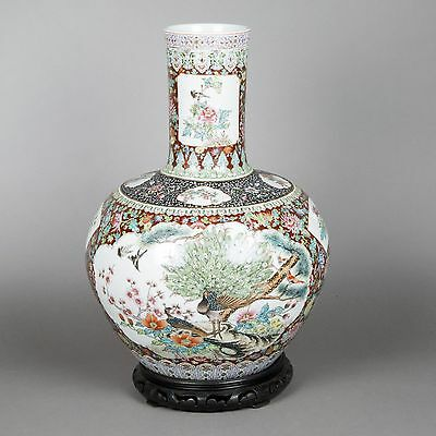Large Chinese tianqiuping-shaped vase with polychrome decoration in enameled