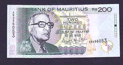 Mauritius Banknote 200 Rupees 2004 Pick # 45 Unc .
