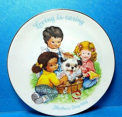 """Avon 1989 Mother's Day Plate """"Loving is Caring""""  Free Shipping NB"""
