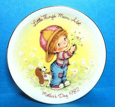 """Avon 1982 Mother's Day Plate """"Little Things Mean A Lot""""  Free Shipping NB"""