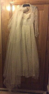 STUNNING VINTAGE 1930 / 40s LACE WEDDING DRESS AND 7FT. VEIL + HEADDRESS