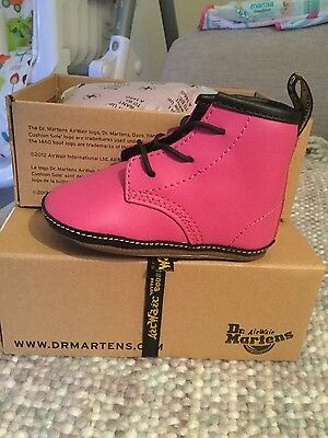 DrMartens baby girl shoes / baby lamper hot pink uk size 3