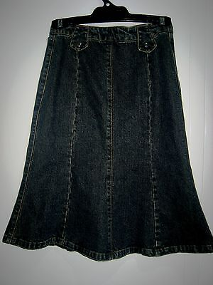 Girls   denim skirt  Size 12 - 14  GREAT CONDITION .