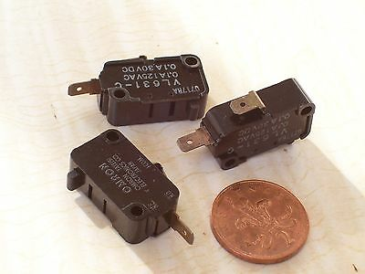 3 Standard Omron Microswitches