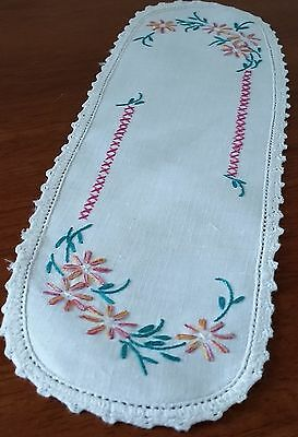 Vintage Mid Century CREAM PINK GREEN Daisy Floral Embroidered Sandwich Doilie