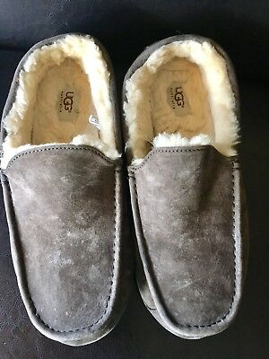 Mens Ugg Moccasin/Slippers Size 12 ~~Worn Only Twice ~~